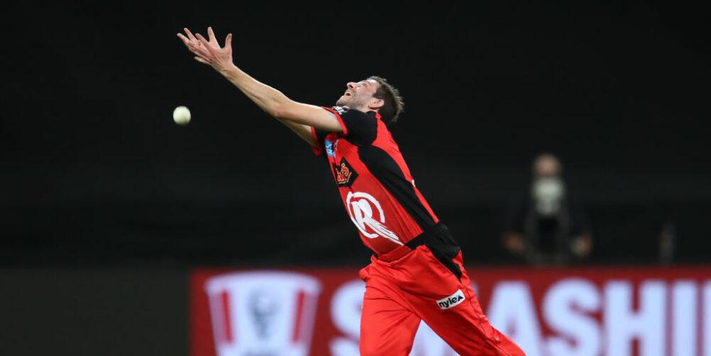 Harry Gurney drops a catch for Melbourne Renegades
